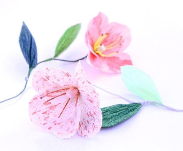 Faça muitas desta linda flor de papoula com papel crepom (Foto: apieceofrainbow.com)
