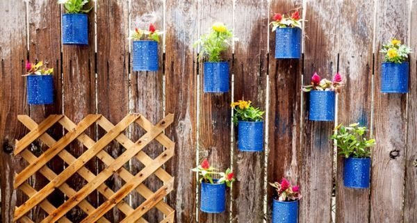 Aposte já em jardim suspenso de lata (Foto: cieradesign.com)