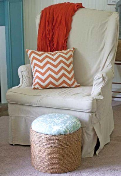 Se você tiver muitas bobinas faça muitos deste puff decorado com corda (Foto: thegraphicsfairy.com)