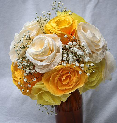 Buquê de rosas de papel crepom El indo e fácil de ser conseguido (Foto: savedbylovecreations.com)