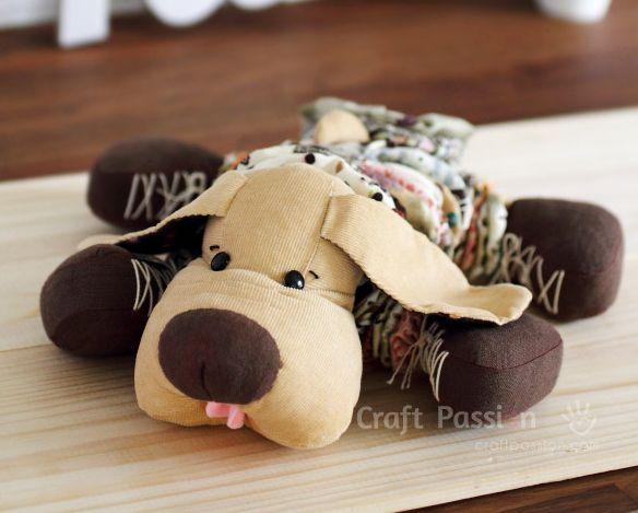 Cachorro de fuxico é também sustentável, pois você pode utilizar retalhos de tecido que iriam para o lixo para fazer os fuxicos (Foto: craftpassion.com)