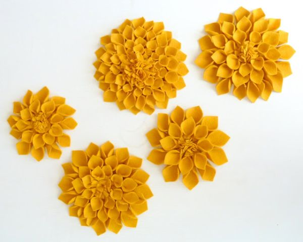 Flor de feltro grande é linda e decora com primor (Foto: milesofsunshine.blogspot.com.br)