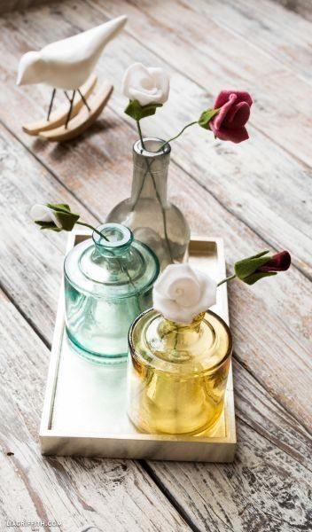 Flores de feltro são lindas e decoram com primor (Foto: liagriffith.com)