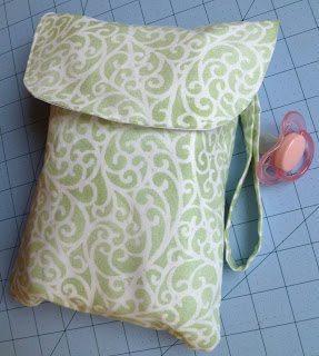 Passe o seu tempo de forma lúdica fazendo este porta-fraldas de bolsa (Foto: phatquartersfabric.com)