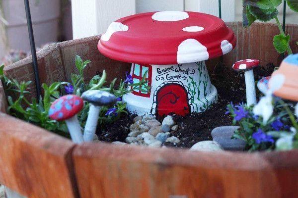 Faça muitos deste simpático artesanato com vaso de barro para jardim (Foto: thinkcrafts.co)