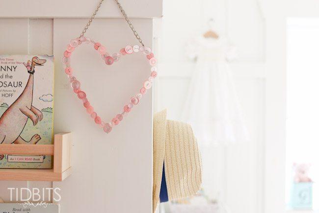 Coração de botões decora qualquer espaço (Foto: craftberrybush.com)