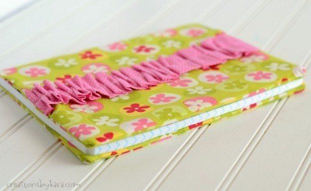 Encapando um caderno com tecido você tem um lúdico passatempo (Foto: creationsbykara.com)