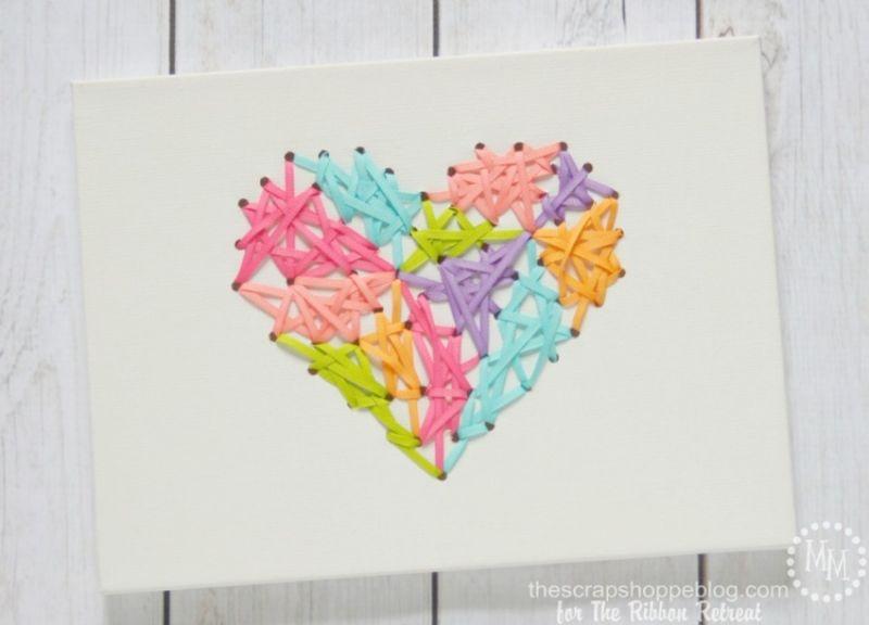 Invista em quadrinho com fitas para o quarto de suas crianças (Foto: theribbonretreat.com)