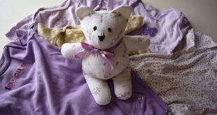 Este ursinho com roupa de bebê é lindo e sustentável (Foto: pacountrycrafts.blogspot.com.br)