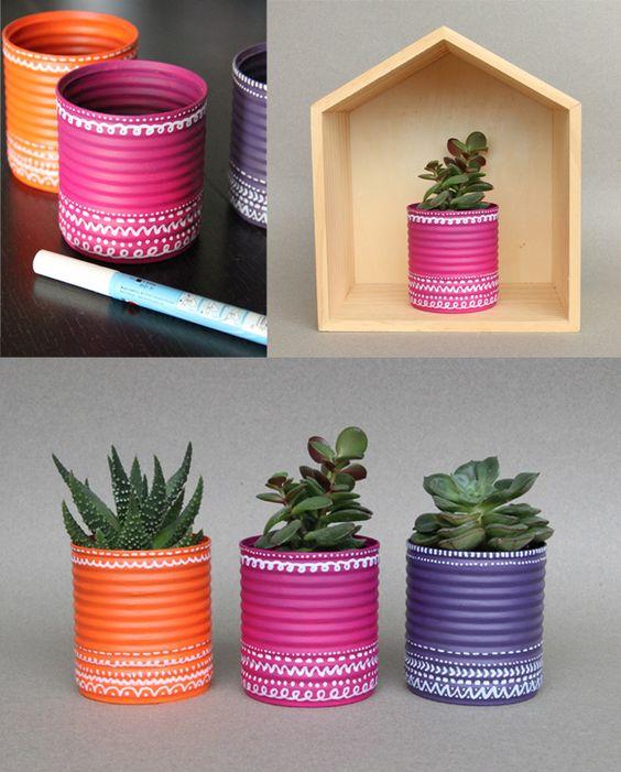 ideias de artesanatos com latas de alum nio artesanato passo a passo. Black Bedroom Furniture Sets. Home Design Ideas
