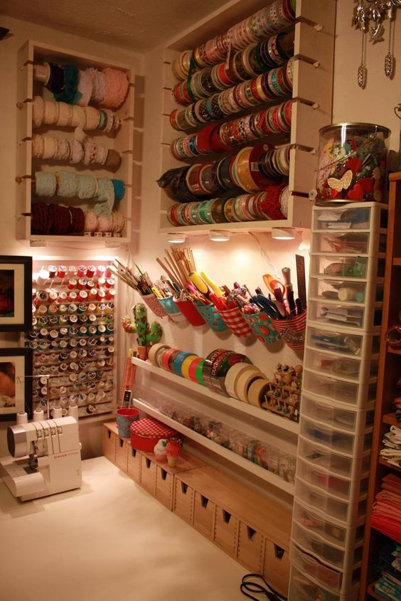 ideias de decora o para atelier de artesanato artesanato passo a passo. Black Bedroom Furniture Sets. Home Design Ideas