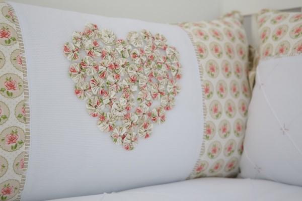 capa para travesseiro com fuxico