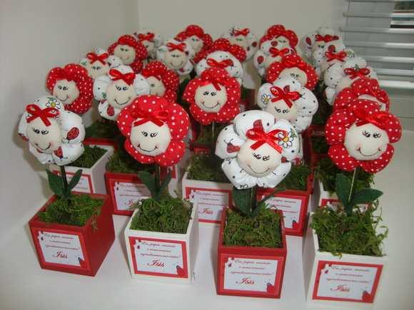 flores de fuxico em vasos