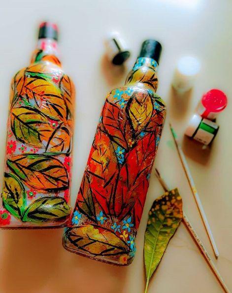 arte com garrafas de vidro pintadas