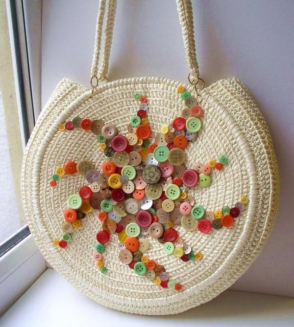 bolsa decorada com botões