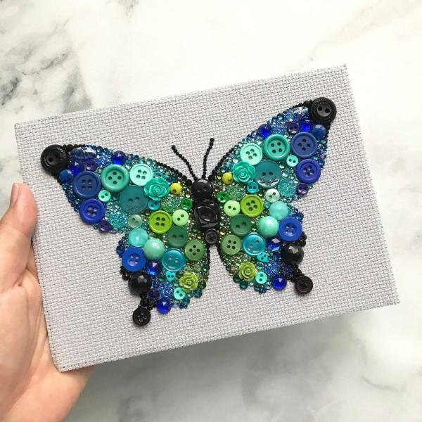 borboleta feita com botões