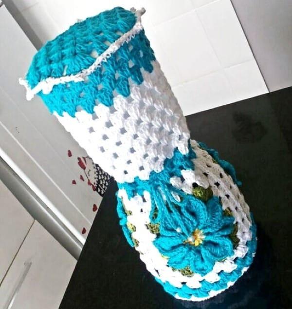 capa em croche para liquidificador azul com branco