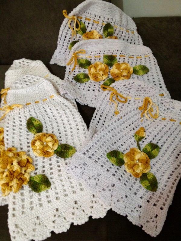 jogo para cozinha de croche branco com flores amarelas