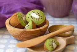 decoração em feltro com kiwi