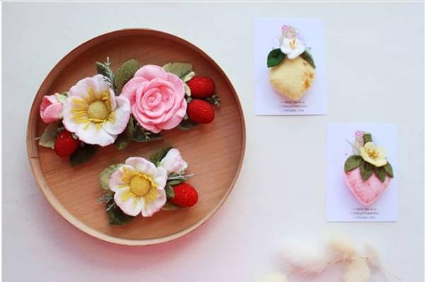 quadro decorado com flores em feltro