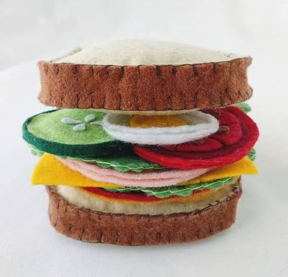 sanduiche feito em feltro