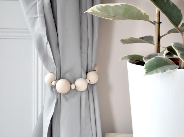 21 ideias de artesanato para prendedor de cortina artesanato passo a passo. Black Bedroom Furniture Sets. Home Design Ideas