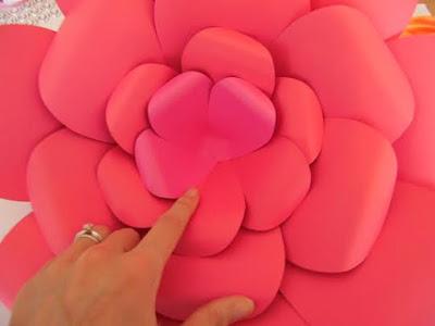 como fazer a flor de papel