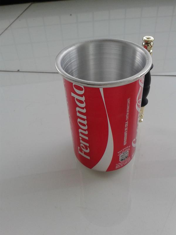 caneca de latinha de refrigerante