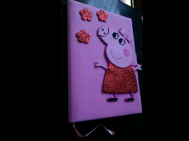 caderno com eva de Pepa Pig