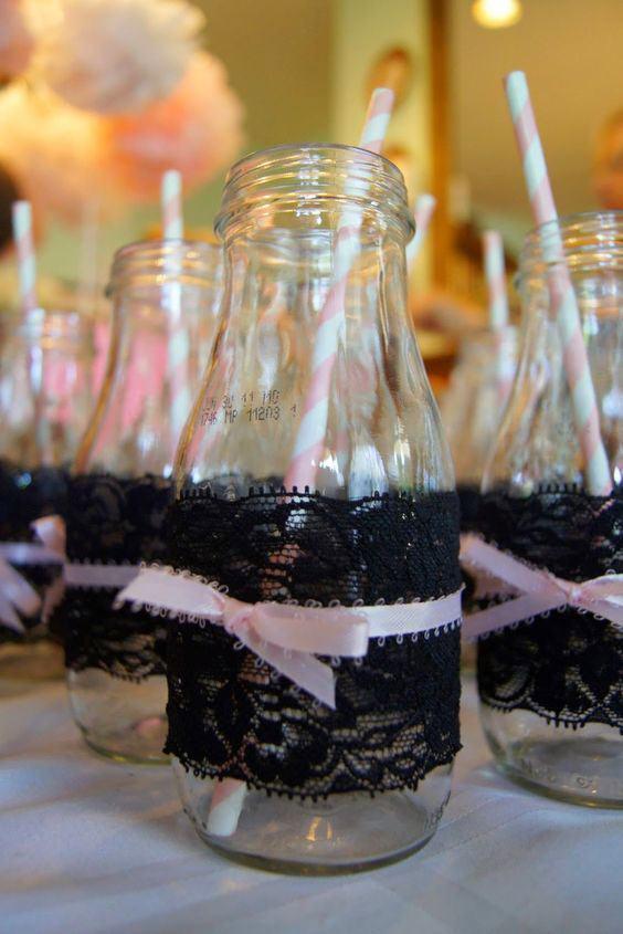 garrafa decorada com fita e renda