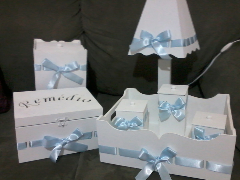 kit de higiene em MDF para menino