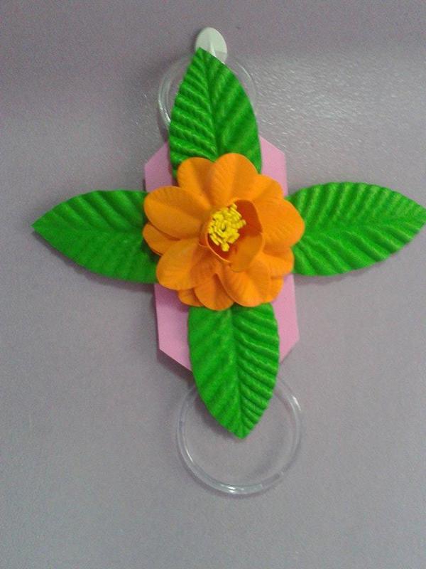 flor de EVA em suporte