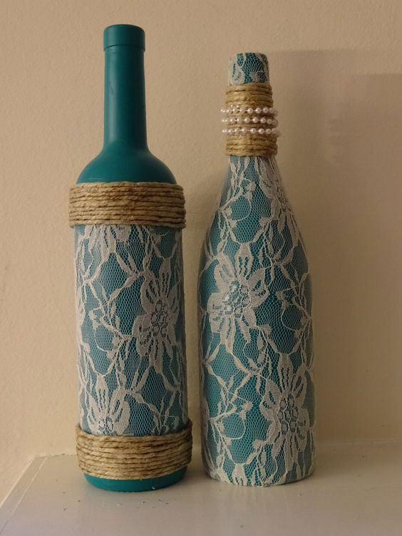 garrafa decorada colorida com renda e sisal