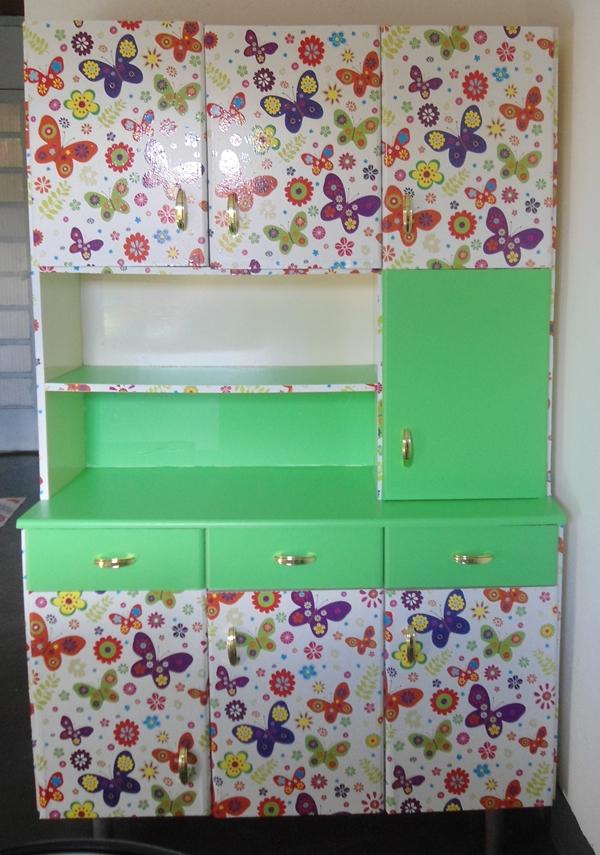 pintura e adesivo em armário de cozinha