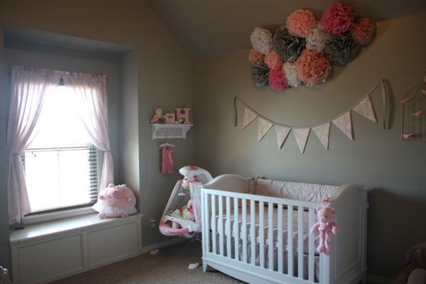 bandeirinhas de festa junina em quarto infantil