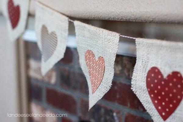 bandeirinhas de festa junina com coração