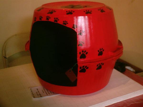 bacia com patinha para casa de cão ou gato