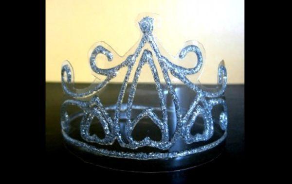 coroa de fantasia de garrafa pet