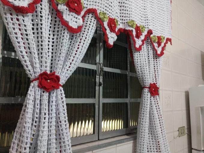 cozinha com cortina em crochê
