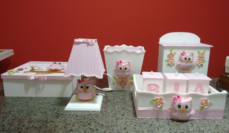 kit de higiene em MDF para menina