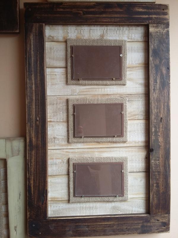 porta retrato de parede de madeira