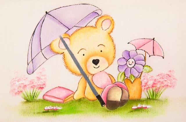 ursinho com efeito de luz sobre as flores
