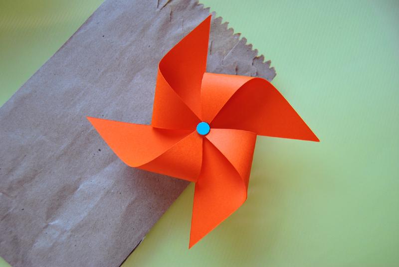 catavento de papel no saco