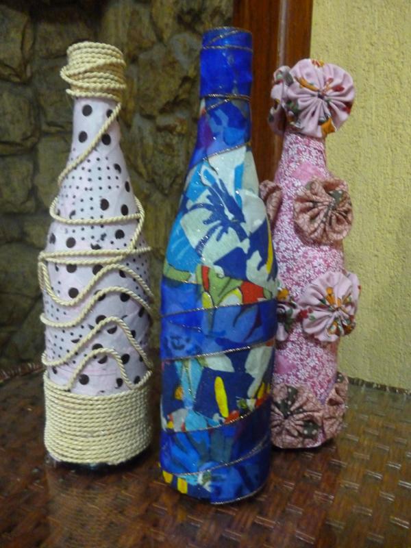garrafa de vidro com alto-relevo