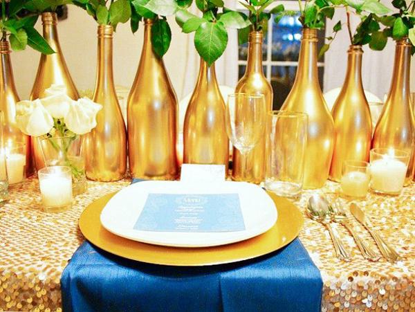 garrafa de vidro com tinta dourada