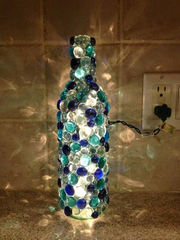 decoração de garrafa com bolinha de gude