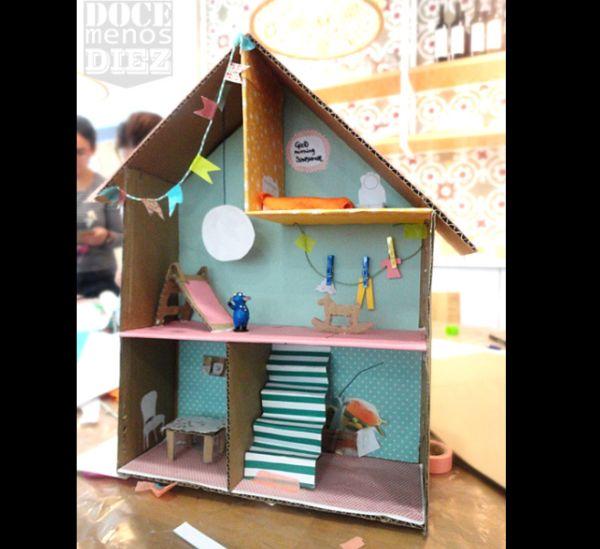 casa de papelão com boneca