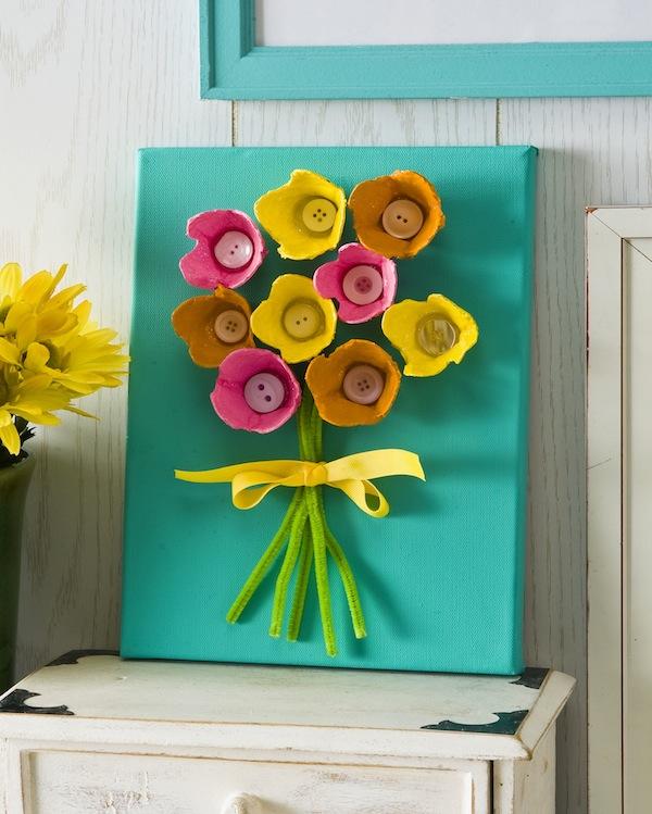 flores com caixa de ovos no quadro