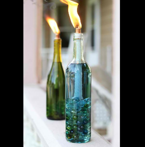 garrafa de vidro com vela