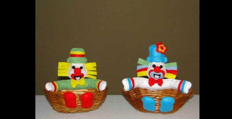 cesta decorada com palhaço